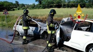 incidente auto in fiamme 1