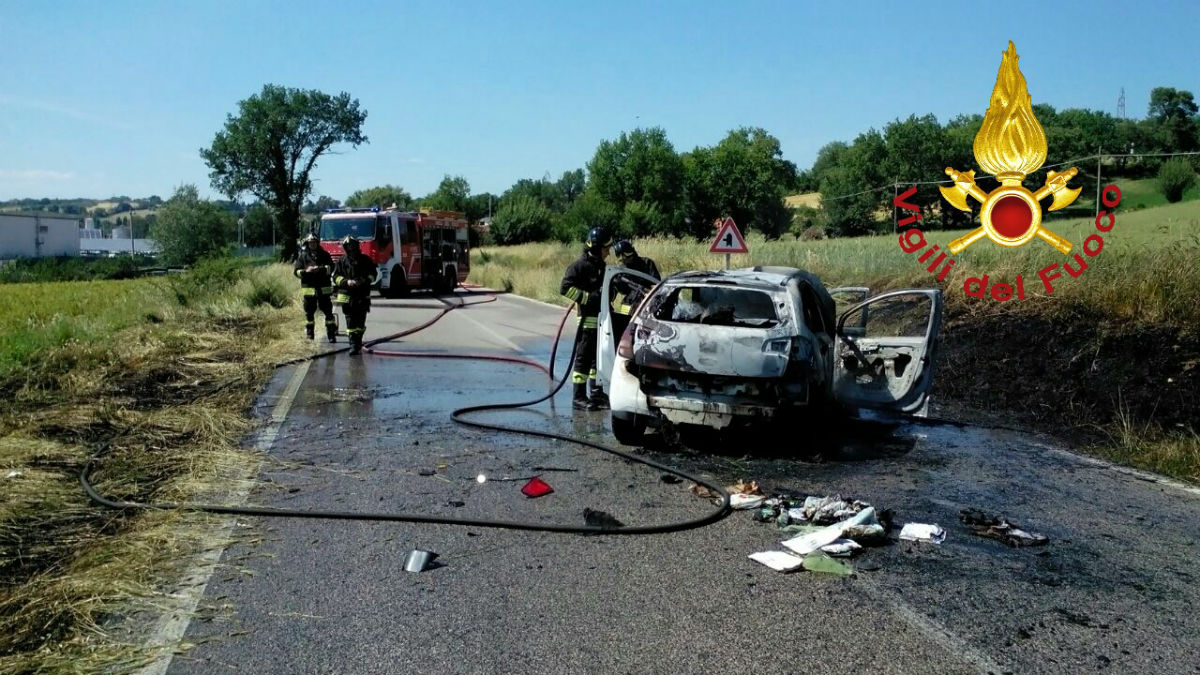 incidente auto in fiamme 2